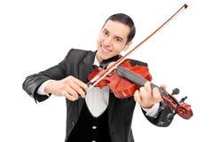 弹小提琴的快乐的年轻音乐家 库存图片