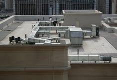 处理屋顶的航空设备 免版税库存照片