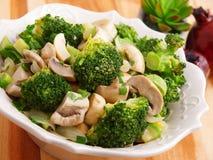 Салат с брокколи и грибами Стоковое Изображение