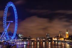 大本钟、威斯敏斯特和伦敦眼在晚上 免版税图库摄影