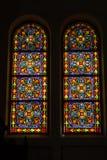 色的玻璃,哥特式被弄脏的窗口的教会 免版税库存照片