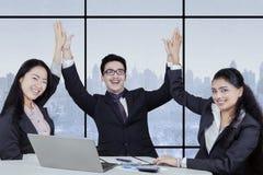 小组成功的多文化企业队 库存图片