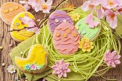 五颜六色的复活节曲奇饼 库存图片