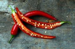 Κόκκινος - καυτά πιπέρια τσίλι Στοκ φωτογραφίες με δικαίωμα ελεύθερης χρήσης