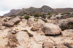 Τοπίο με τους λίθους, τις ξεπερασμένες πέτρες, τους ψαμμίτες, τους βράχους και τα βουνά Στοκ Φωτογραφία
