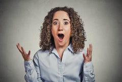 Женщина удивленная сюрпризом Стоковые Фото