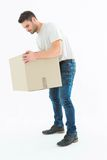Άτομο παράδοσης που παίρνει το κουτί από χαρτόνι Στοκ Φωτογραφίες