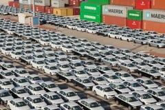 Строки новых автомобилей Стоковое Фото