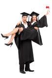 庆祝他们的毕业的年轻夫妇 免版税图库摄影