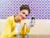 Датировать женщины и человека онлайн Стоковая Фотография RF