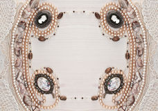 Горизонтальная симметричная рамка женских орнаментов Стоковое Изображение