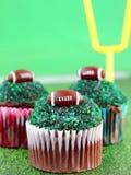 橄榄球杯形蛋糕 库存照片