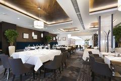旅馆餐馆的内部 免版税图库摄影