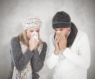病态的夫妇的综合图象在冬天塑造打喷嚏 免版税库存照片