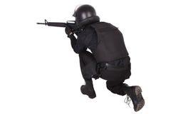 防暴警察在黑制服任命军官 免版税图库摄影