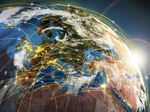 全球化或通信概念 地球和光亮光芒 免版税库存照片