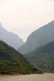 有雾长江的风景 免版税图库摄影