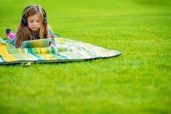 Девушка уча язык Стоковое Изображение RF