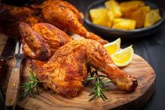 被烘烤的鸡用草本 免版税库存图片