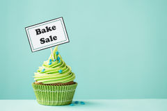烘烤杯形蛋糕销售额 库存图片