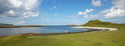 在斯凯岛小岛的海岸线风景 苏格兰 英国 库存照片