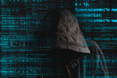 Απρόσωπος με κουκούλα ανώνυμος χάκερ υπολογιστών Στοκ Εικόνες