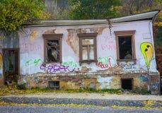 被破坏的老房子在基辅的中心 免版税库存照片