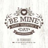 与花卉葡萄酒框架的情人节卡片在木背景 免版税库存照片