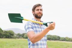Счастливый человек с его лопаткоулавливателем Стоковые Изображения RF
