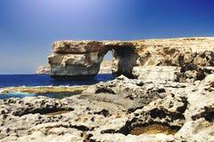天蓝色的窗口的看法在马耳他 免版税库存图片