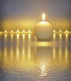 有蜡烛光的日本禅宗庭院 库存照片