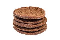 堆传统圆的芬兰黑麦面包 免版税库存照片