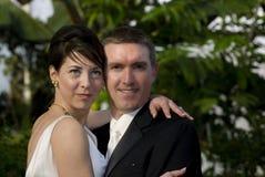 有吸引力接近夫妇获得 免版税图库摄影