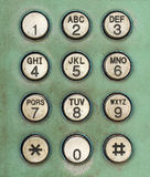 拨在老使用的公用电话的数字按钮 免版税库存图片