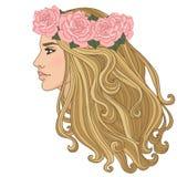 玫瑰妇女佩带的花圈  免版税库存照片