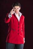 红色衣服的典雅的微笑的年轻英俊的人 免版税库存照片