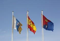 飞行在天空中的旗子在阿雷西费,兰萨罗特岛 库存图片