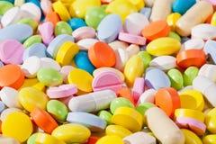 各种各样的种类背景五颜六色的药片 免版税库存图片