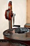 脏的油桶 免版税库存图片