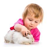 女婴用她的兔子 免版税库存照片