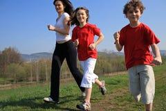 孩子照顾运行中 免版税库存照片