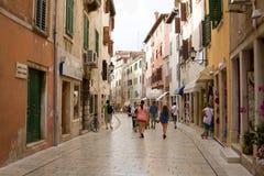 一条车道在老镇罗维尼 免版税库存照片
