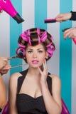 妇女的减速火箭的别针美容院的 免版税库存图片