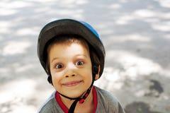 Ευτυχές εύθυμο μικρό παιδί Στοκ φωτογραφία με δικαίωμα ελεύθερης χρήσης