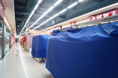 Шэньчжэнь, Китай: Новогодняя ночь, магазины закрытые раньше Стоковые Фотографии RF