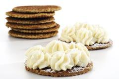 焦糖奶蛋烘饼用乳脂干酪,特写镜头 图库摄影