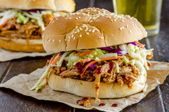Вытягиванные барбекю сандвичи свинины Стоковая Фотография RF