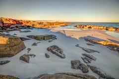 在火海湾的白色海滩  免版税库存照片