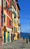 菲诺港街道,利古里亚,意大利 图库摄影