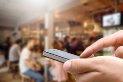 关闭使用他的手机的手人 免版税库存图片